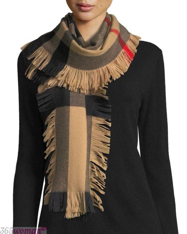модный шарф 2019 2020: клетчатый с бахромой с двух сторон