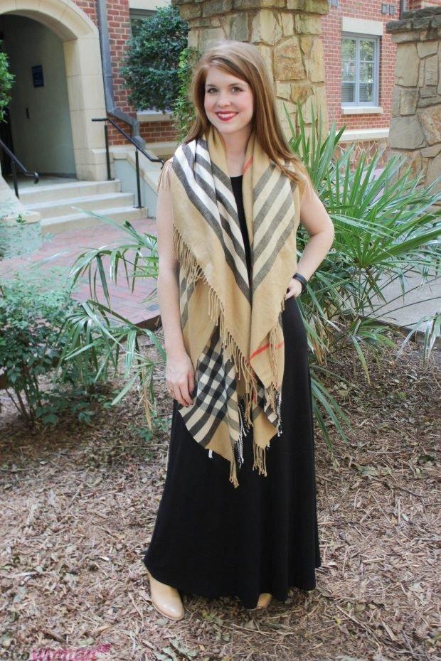 модные шарфы 2019 2020: бежевый палантин в клетку