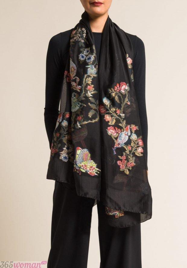 модные шарфы 2019 2020: черный с цветочным узором