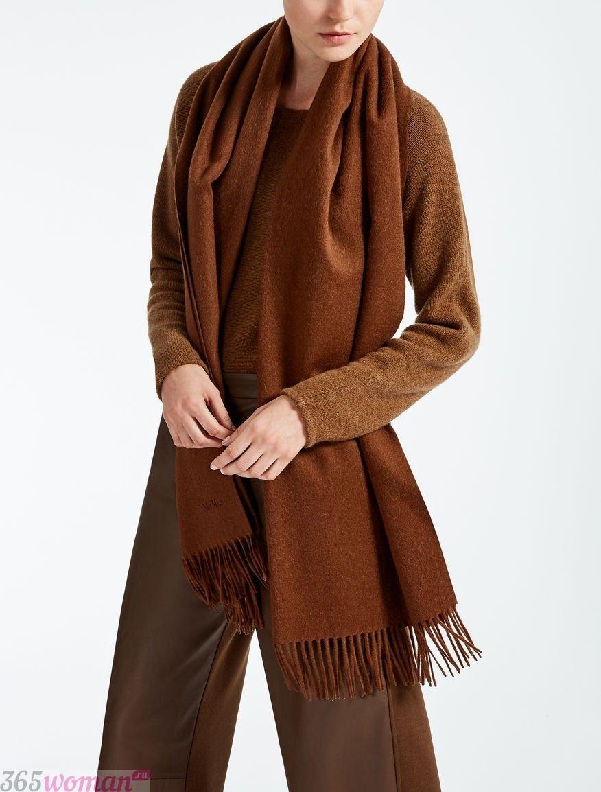 коричневый шарф с бахромой