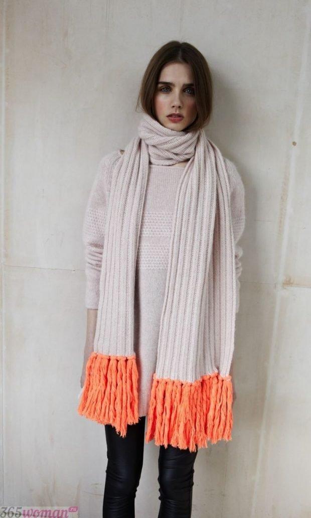 шарф 2019 2020: белый с оранжевой бахромой