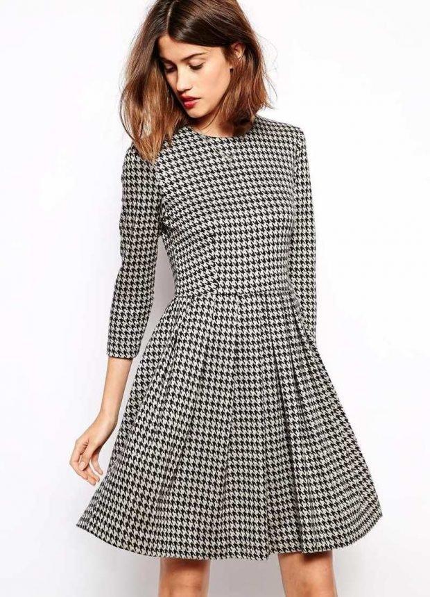 модные принты осень зима 2019 2020: платье гусиная лапка