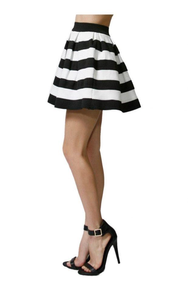 короткая расклешенная юбка в полоску
