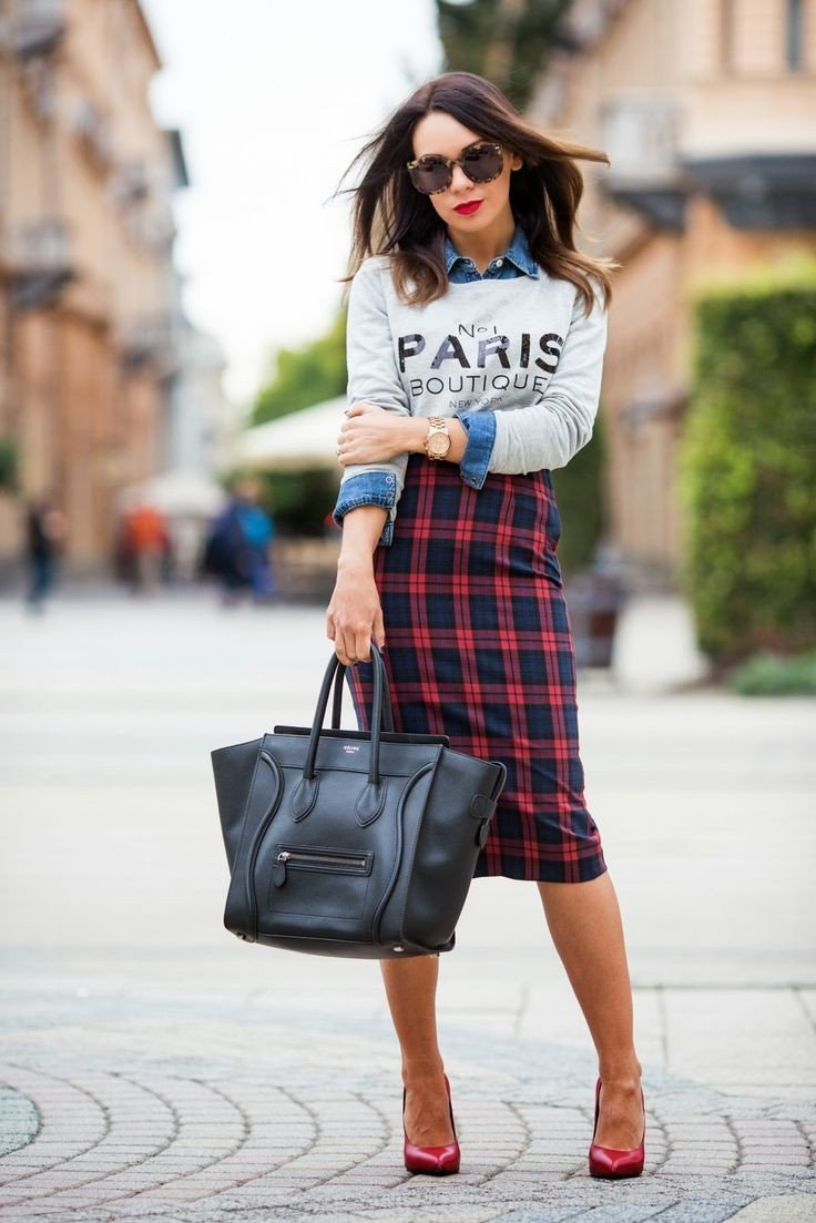 юбка в клетку и кофта с надписью принт осень-зима 2018 2019 мода