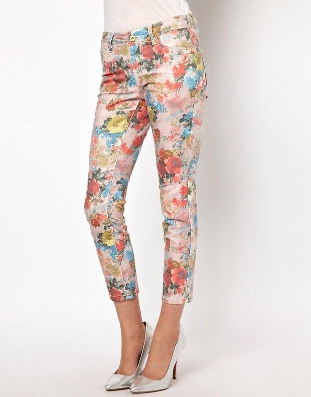 модные принты осень зима 2020 2021: укороченные брюки цветочный