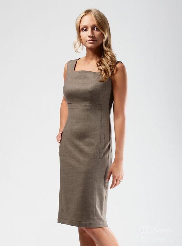 трикотажное прямое платье-сарафан офисное