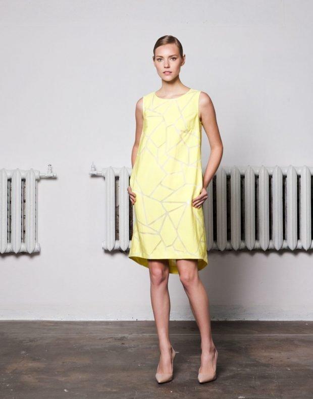 желтое офисное платье А-силуэта модное