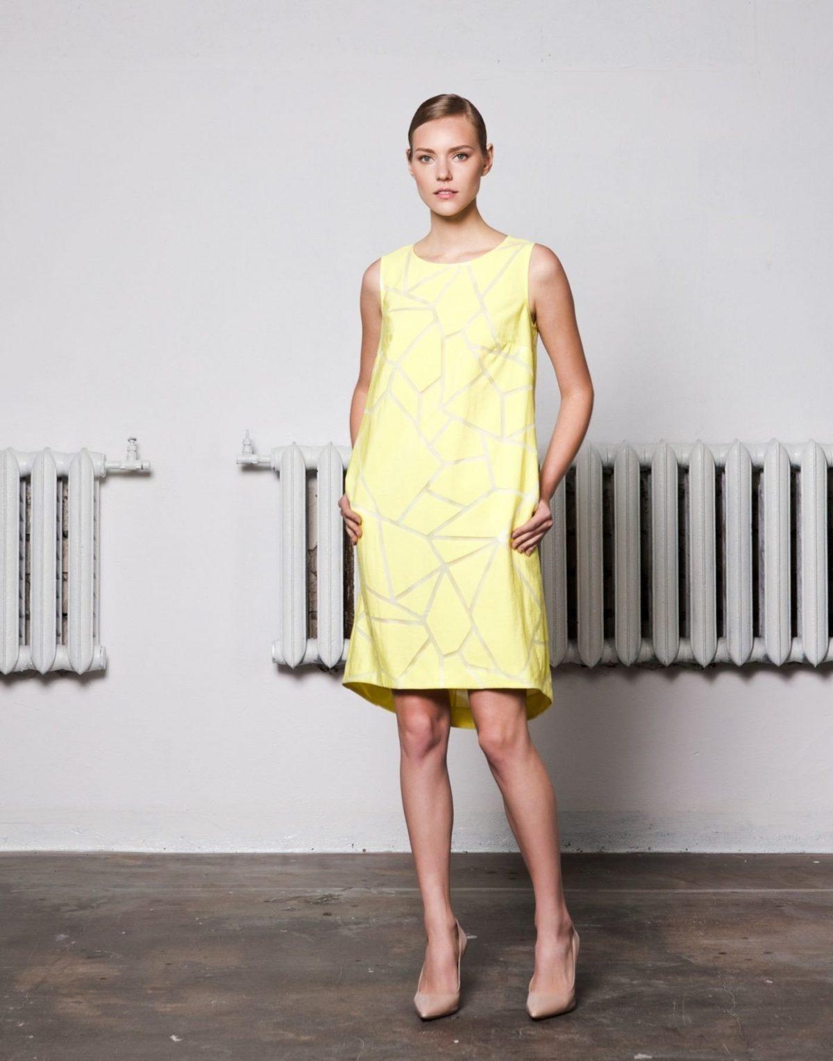 желтое офисное платье А-силуэта 2018 года модное