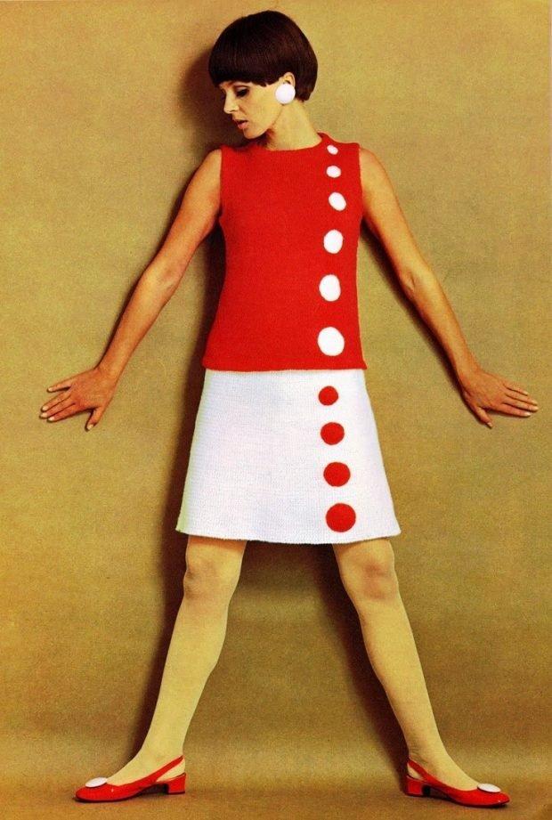 бело-красное офисное платье А-силуэта с горохами модное
