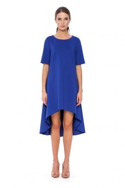синее удлиненное сзади офисное платье А-силуэта