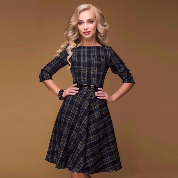 модное теплое платье для офиса в клетку