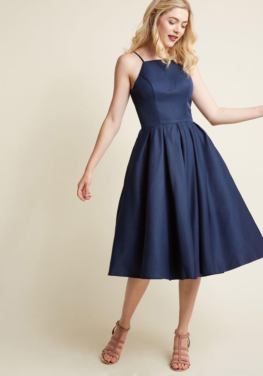 синее расклешенное платье миди нарядное для офиса 2018