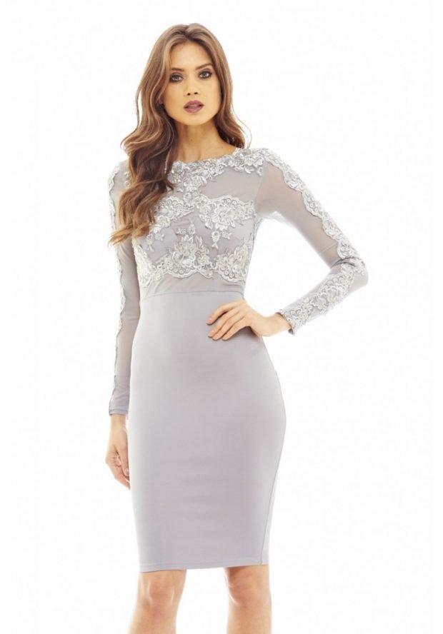 модное светлое нарядное платье для офиса с кружевом