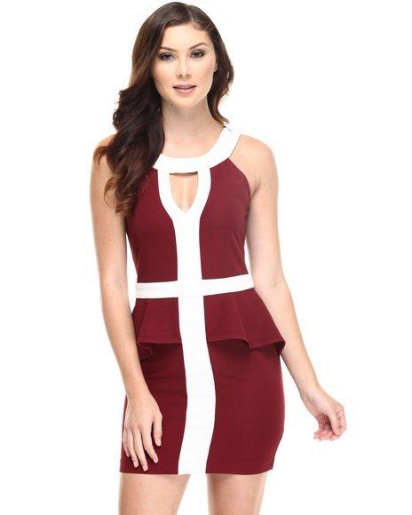 красное нарядное платье с белыми вставками