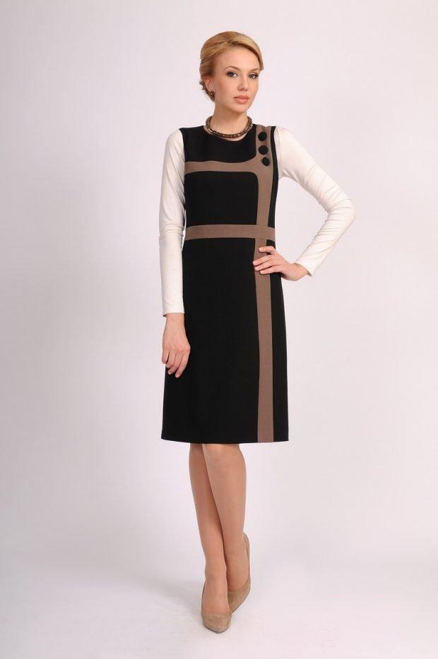 черное офисное платье-сарафан с контрастными полосами