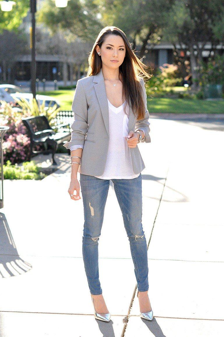 светло-серый пиджак и джинсы с чем носить