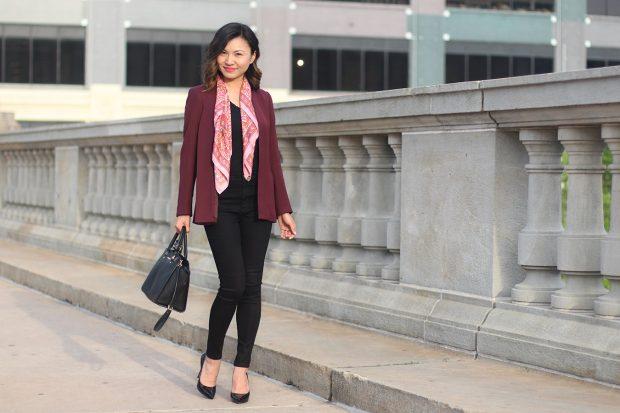 бордовый пиджак и черные джинсы с чем носить