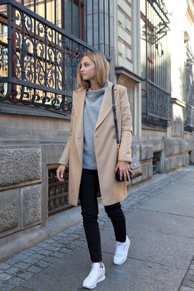 бежевое пальто и черные джинсы с чем носить