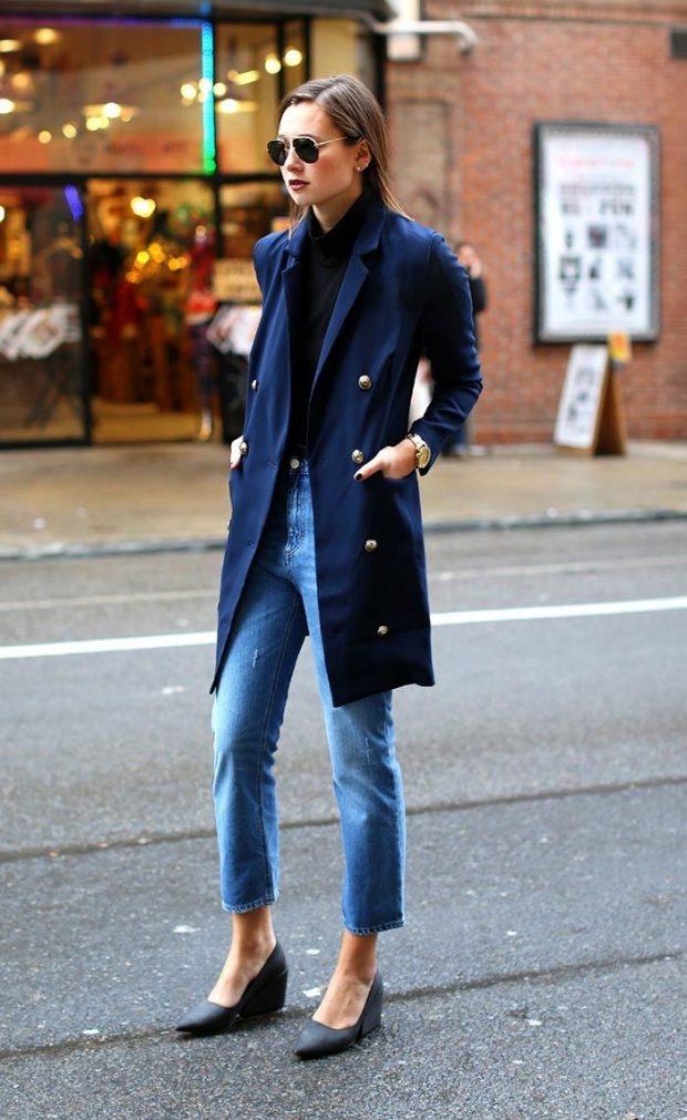 синее пальто и прямые джинсы с чем носить