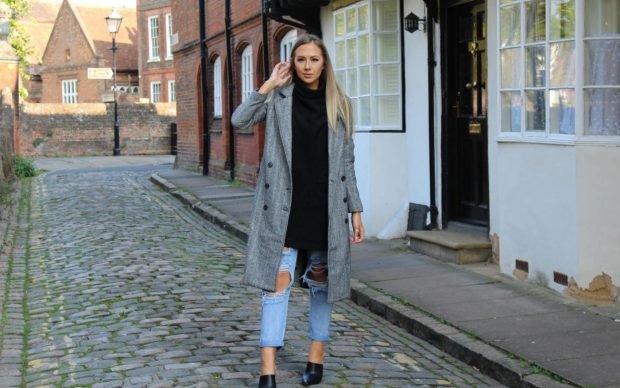 длинное серое пальто и рваные джинсы с чем носить