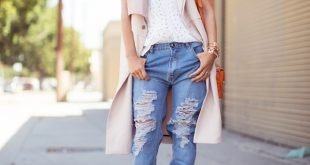 светлый кардиган с коротким рукавом и джинсы