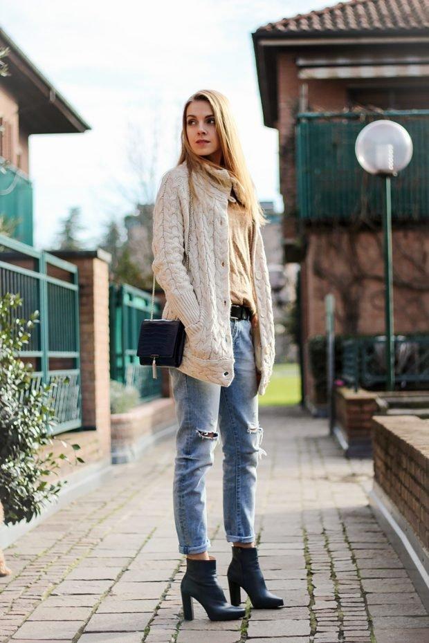 светлый вязаный кардиган и джинсы с чем носить