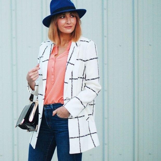 белый пиджак в клетку и джинсы с чем носить