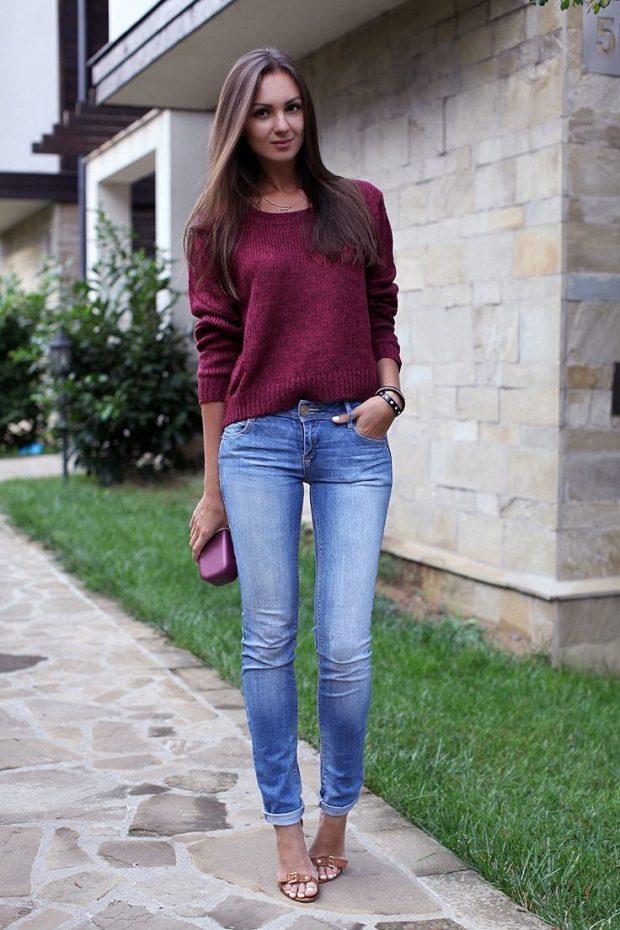 бордовый свитер и джинсы с чем носить