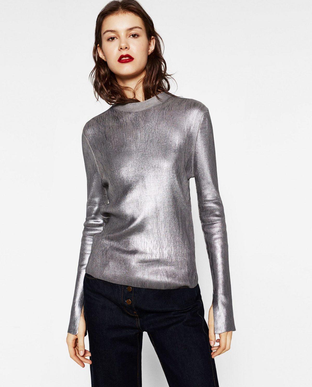 серебристый свитер и черные джинсы с чем носить