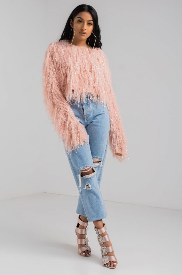 теплый меховой свитер и джинсы с чем носить