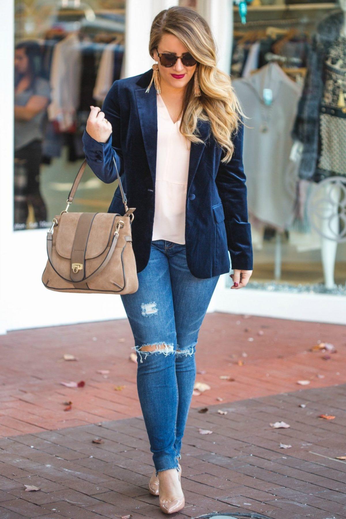 синий велюровый пиджак и джинсы с чем носить