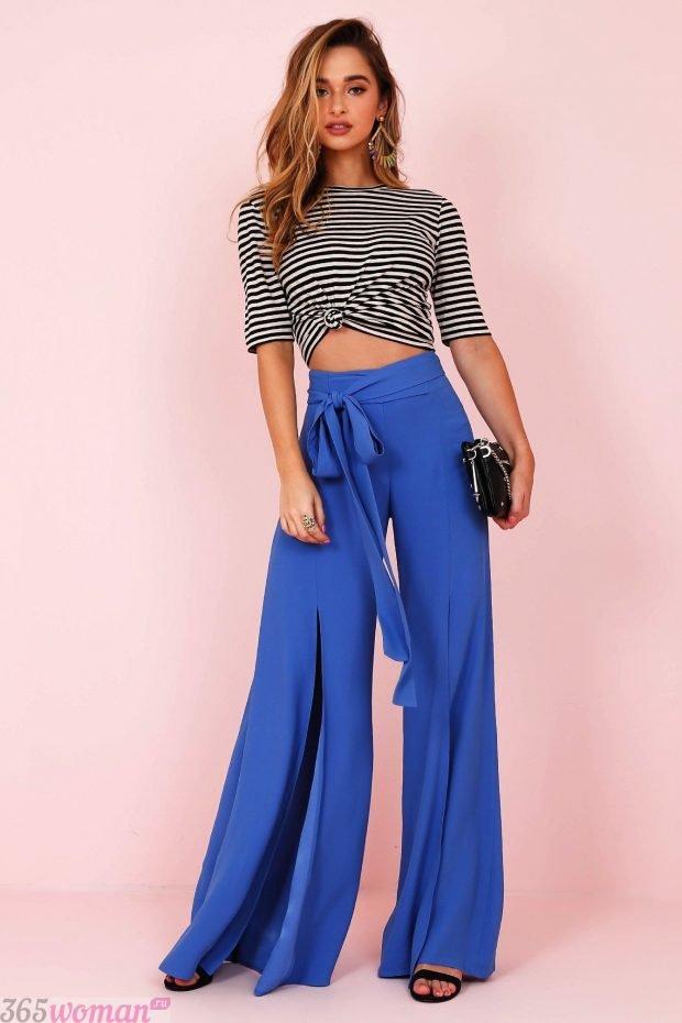 широкие ярко синие брюки с разрезами