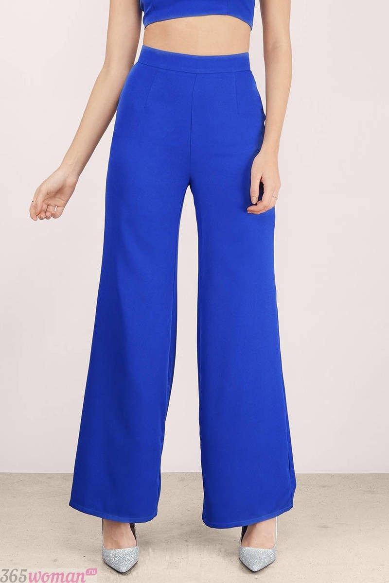 широкие ярко синие брюки с чем носить