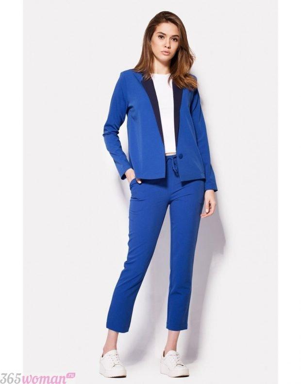 с чем носить классический костюм с синими укороченными брюками
