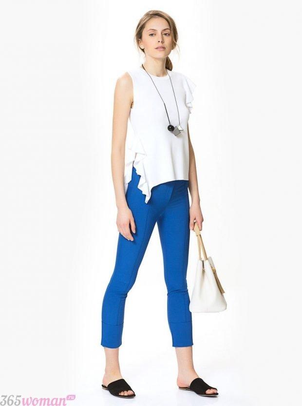 скинни и белая блуза без рукавов