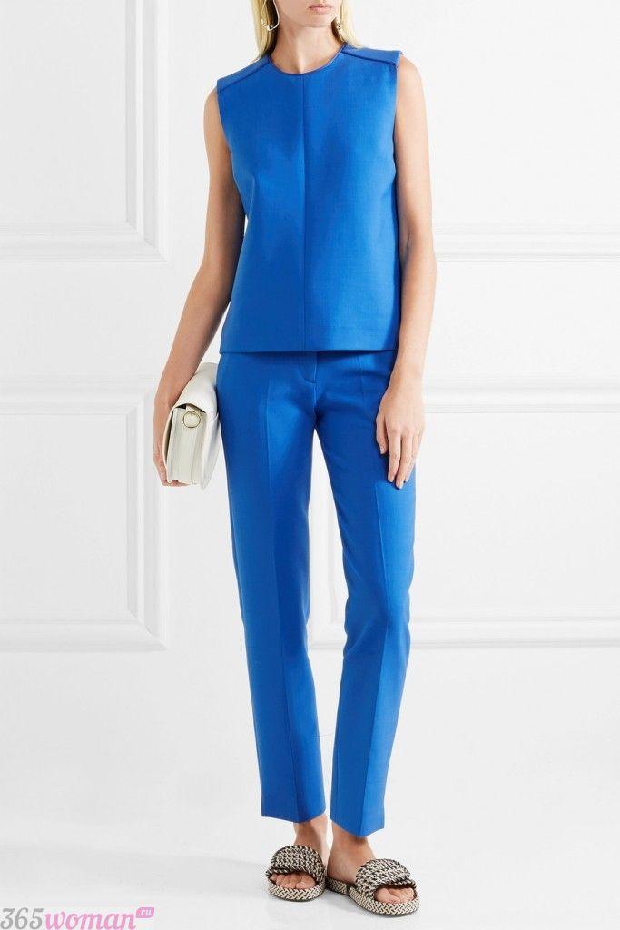 с чем носить классические ярко синие брюки и жилет
