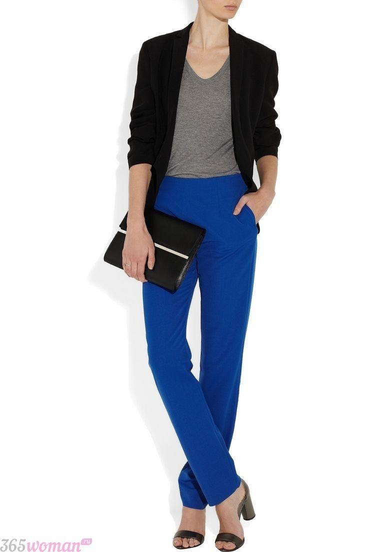 с чем носить классические ярко синие брюки и черный пиджак