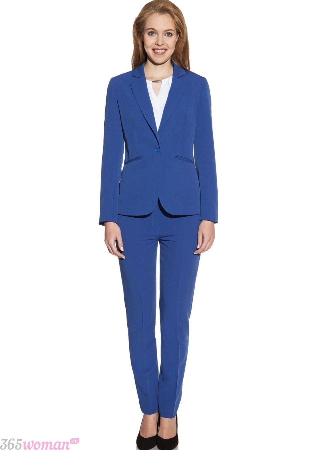 с чем носить классический ярко синий костюм с брюками
