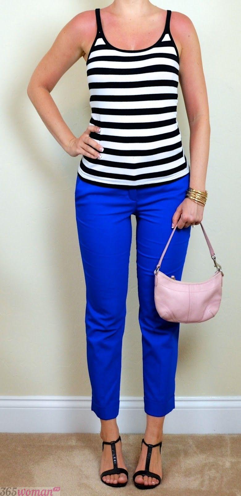 с чем носить классические ярко синие брюки и майка в полоску