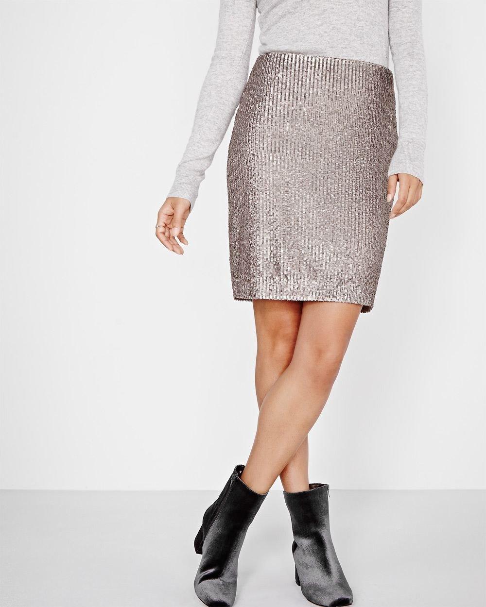 серая блестящая юбка с чем носить