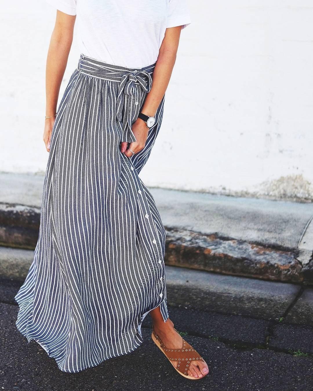 с чем носить длинная серая юбка в полоску
