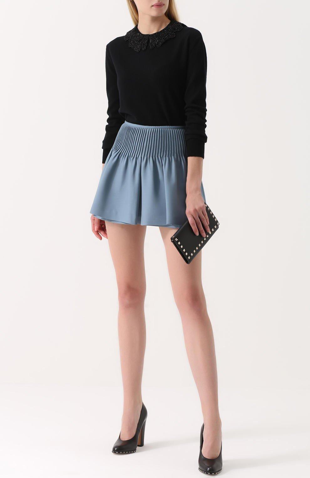 серая юбка-шорты со сборкой с чем носить