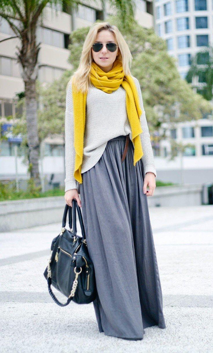 серая юбка в пол с желтым шарфом с чем носить