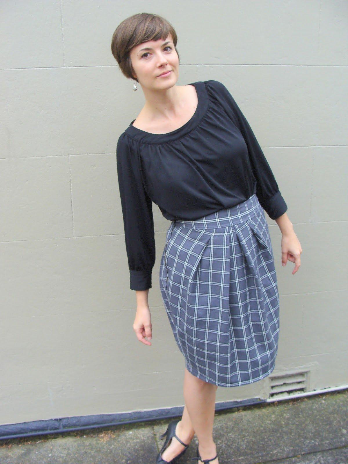 серая юбка тюльпан в клетку с чем носить