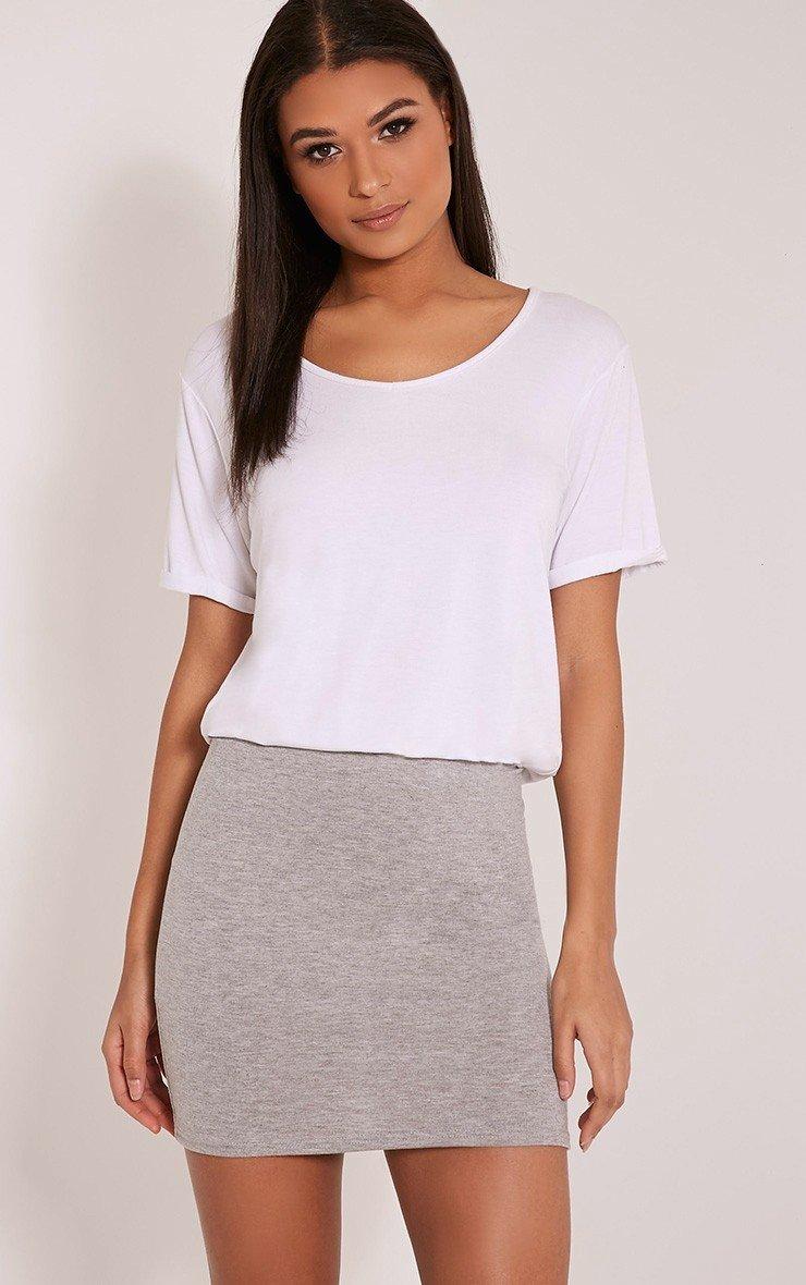 серая трикотажная мини юбка с чем носить