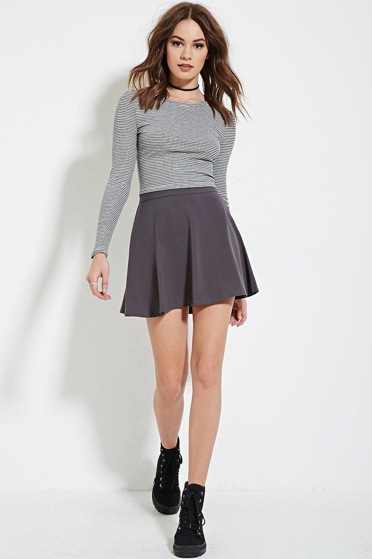 серая расклешенная классическая юбка с чем носить