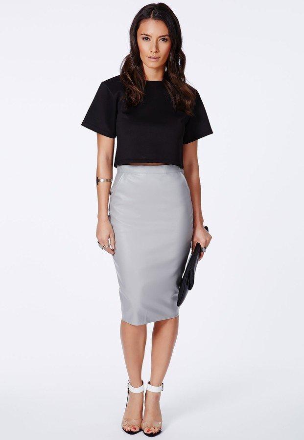 серая классическая юбка карандаш с чем носить