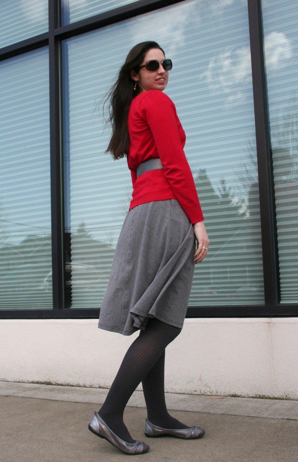 с чем носить серую юбку и красный пиджак
