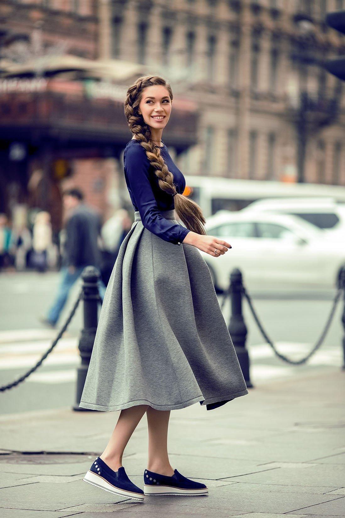 широкая серая юбка миди с чем носить