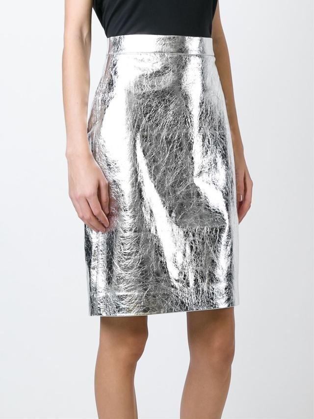 с чем носить блестящую серую юбку